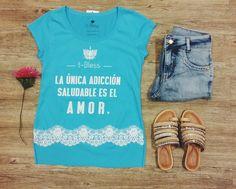 Vício saudável: amar.  #lojaamei #tee #jeans #rasteirinha #flor