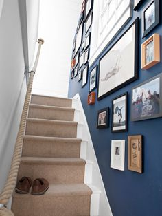 Line Your Stairway one side with black, wood plain frames-up to banisters and no higher than door frame height-leaving from staircase and beginning in line with opposite banister Narrow Staircase, Staircase Design, Staircase Ideas, Stairway Paint Ideas, Stairs And Hallway Ideas, Cottage Staircase, Banister Ideas, Handrail Ideas, Escalier Design