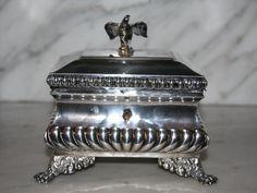 """ILH, Königsberg/Preußen 1830 - 1860. """"Truhe, 15 x 11 cm H= 12,5 cm Silber, 463 g., kleine abschli"""