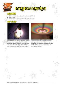 Skapa en praktfull regnbåde inomhus med hjälp av en lampa och en CD-skiva. Detta experiment handlar om ljus och väderfenomen.