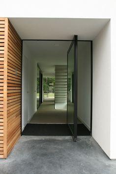 Entrance door by Icoon Architecten