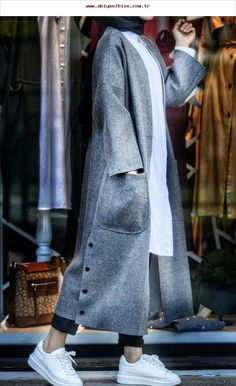 Hijab Fashion 640566746979609073 - Source by laazizahania Abaya Fashion, Muslim Fashion, Modest Fashion, Fashion Clothes, Fashion Dresses, Hijab Chic, Iranian Women Fashion, Fashion Women, Blazer Outfits Casual