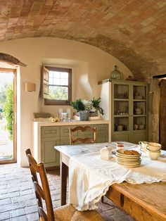 9 Simplest Ways to Build Rustic Tuscan Kitchen Design, The abundant, warm colors as well as structures of Tuscany, Italy's farming area, are one of one of the most popular versions of the Home Country home. Rustic Italian Decor, Italian Home Decor, Mediterranean Home Decor, Italian Style Home, Italian Kitchen Decor, Italian Interior Design, Italian Villa, Kitchen Decorating, Tuscan Decorating