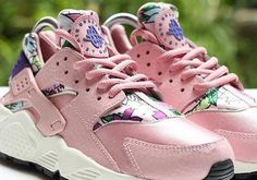 While the Nike Huarache line has shown us again and again this year that it's happy to take liberties and break away from the original looks, we've not seen a departure as drastic as this just yet. This sample pair, which we've got to assume is a women's release, is draped in pinks and features [&hellip
