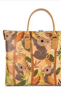 Korktasche / Handtasche, nachhaltig und fair, von CorkCase mit Reissverschluss und Trageriemen. Farbe: Koala. Handgefertigt in Portugal. Faire Mode aus natürlichem Korkstoff. Damit du alles dabei hast unterwegs. Nachhaltige Tasche aus nachwachsendem Naturstoff. Mehr Korkprodukte: www.korkeria.ch #handtasche #nachhaltigemode #korkprodukte #kork #korktasche Portugal, Burlap, Reusable Tote Bags, Fashion Styles, Pocket Pattern, Leather Bag, Handbags, Handmade, Colour