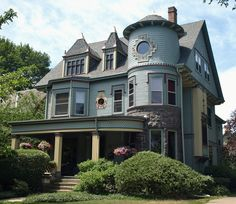 Victorian House on Forest Avenue in Evanston, Illinois.  #plants #flowers #victorianhome