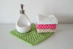 Hello!! Today I wanted to share my Seed Stitch Dishcloth knitting pattern. Seed stitch is my favourite pattern for washcloths, since it combinesanextra absorbent texture with a great scrubbie pow…