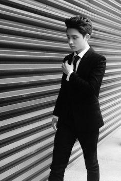 Black and white Kyungsoo is so pretty :3