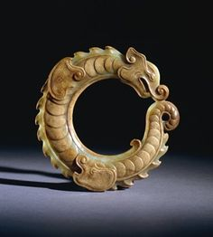 """Torque"" cercle / circle / joaillerie / Archaistic jade (greenish colour) ring, shaped in the form of a colied dragon. Ancient China, Ancient Art, Chinese Culture, Chinese Art, Ancient Jewelry, Antique Jewelry, Bazar Bizarre, Chinese Patterns, Jade Ring"