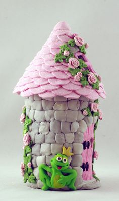 The Frog Prince at his Enchanted Castle :) Katy Sue Design Moulds available… Polymer Clay Fairy, Polymer Clay Projects, Diy Clay, Clay Fairy House, Fairy Houses, Clay Jar, Fairy Crafts, Clay Fairies, Clay Houses