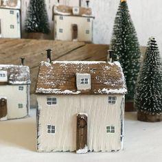Natural Christmas, Christmas Love, Country Christmas, Outdoor Christmas, Christmas Crafts, Christmas Decorations, Holiday Decor, Christmas Houses, Christmas Recipes