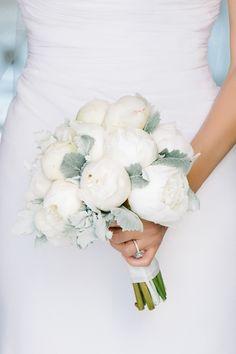 modern peony and dusty miller bouquet / flowers: Myrtie Blue / photo: dearwesleyann.com