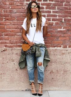Rolled jeans with a Tee, perfect for Spring !