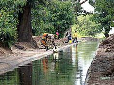 Lake Victoria's catchment area comprises 193,000 km² with Tanzania occupying 44%, Kenya with 22%, Uganda has 16%, Rwanda 11% and Burundi 7%.