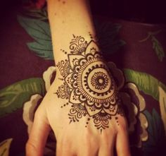 Mehndi become an art and culture. Mehndi is not famous only among women but also in kids. Mehndi Designs for Kids 2016 that you would love to try and will satisfy your kid :). Henna Tatoos, Hand Tattoos, Henna Ink, Henna Body Art, Symbol Tattoos, Mehndi Tattoo, Henna Tattoo Designs, Henna Mehndi, Paisley Tattoos