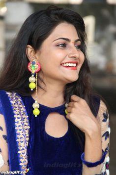 Beautiful Girl Indian, Beautiful Girl Image, Beautiful Indian Actress, Beautiful Eyes, Beautiful Actresses, Cool Girl Pic, Lovely Smile, Tamil Actress Photos, Brown Girl