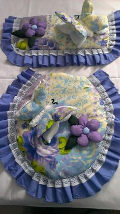 Juego de baño de mariposas Bathroom Crafts, Bathroom Sets, Funny Baby Shower Cakes, Decor Crafts, Diy And Crafts, Toilet Decoration, Sewing Crafts, Sewing Projects
