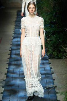 Auch als Hochzeitskleid bezaubernd: Modell aus der Herbst/Wintersaison 2015 von Erdem