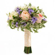 Фрезия белая — 11 шт.  Роза французская Анджи Романтика (Angie Romantica) — 7 шт.  Бусинки  Питоспорум зелень