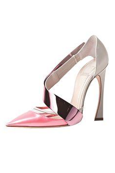 5617962c1296  Dior  shoes  fashion Chaussures Dior, Chaussures Femmes, Sandales, Bottes,