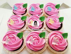 Swirl Rose Design Fresh Cream Cupcakes