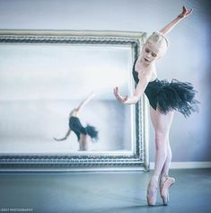 A Ballet Education. The number once online ballet and dance resource, created by David King. Dance Photos, Dance Pictures, Ballerina, Dance Movement, Ballet Photography, Street Dance, Tiny Dancer, Ballet Beautiful, Modern Dance