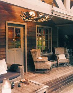La Cabane de Poupette, logement insolite pour un weekend en amoureux (avis et infos pratiques) Week End En Amoureux, Secret Places, Wooden Playhouse