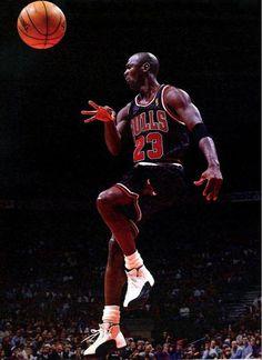 Michael Jordan Basketball, Love And Basketball, Sports Basketball, Basketball Players, Basketball Court, Basketball Uniforms, Michael Jordan Pictures, Michael Jordan Photos, Basket Nba