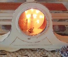 Make an adorable winter wonderland scene inside an old mantle clock! Vintage Mantel Clocks, Old Clocks, Mantle Clock, Antique Clocks, Vintage Tins, Upcycled Vintage, Repurposed, Upcycled Crafts, Upcycled Garden