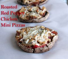 Portabella's pack Potassium into these gluten-free Roasted Red Pepper Chicken Mini Pizzas {Via Biner} Yummy Appetizers, Yummy Snacks, Appetizer Recipes, Yummy Food, Paleo Recipes, Whole Food Recipes, Snack Recipes, Delicious Recipes, Baked Chicken Breast