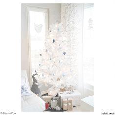 olohuone,joulukuusi,valkoinen,lahjat,kuusenkoristeet
