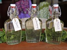 How to Make Herb Infused Simple Syrups - Tutorial for how to make herb infused simple syrups. Learn uses for herbal simple syrups and recipes for basil, mint, rosemary, thyme syrup and more. Infused Oils, Sweet Sauce, Cocktail Drinks, Fancy Drinks, Holiday Cocktails, Cocktail Recipes, Drink Recipes, Smoothie Recipes, Smoothies
