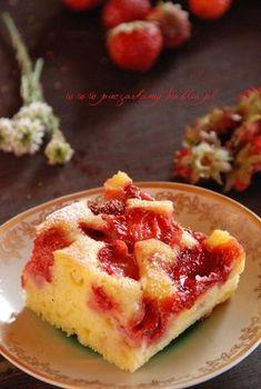 Jogurtowe ciasto z truskawkami | Słodkie Przepisy Kulinarne Healthy Desserts, Macarons, Cupcake Cakes, Cupcakes, French Toast, Cheesecake, Muffin, Food And Drink, Pudding