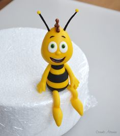 Crumb Avenue - Tutorials by Agnes Jagiello Willy from Maya the Bee Willy from Maya the Bee - Free Cale Topper Tutorial - fondant, gum paste, figurine pl - a meeting place for decorators cakes Cake Topper Tutorial, Fondant Tutorial, Fondant Figures, Cake Decorating Techniques, Cake Decorating Tutorials, Bee Cakes, Cupcake Cakes, Fondant Cupcakes, Cake Models