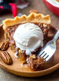 This is the World's BEST Pecan Pie Recipe! Tried and Tested! Nothing is more classic than an easy and delicious Pecan Pie. Best Pecan Pie Recipe, Pecan Recipes, Tart Recipes, Sweet Recipes, No Bake Desserts, Just Desserts, Delicious Desserts, Dessert Recipes, Holiday Desserts