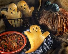 Cute little bread ghosts for Halloween Dinner-The family will love it! See 10 more Halloween themed dinner recipes