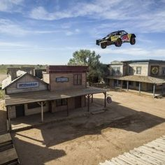 American racer breaks truck distance world record with 115m leap