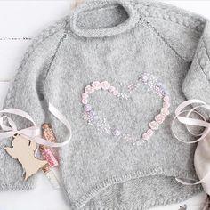 tricot pullover laine gris pour enfant petite fille, motif coeur (knit, heart)