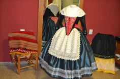 Pilar Higón. Roba a l'antiga Folk Costume, Costumes, Old Dresses, Fashion History, Traditional Outfits, Dressing, Aragon, Gowns, Style Inspiration