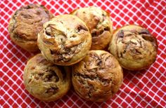 Nutella swirl banana muffins. Yes please!! Making these soon!