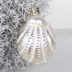 Boule de Noël Ariel Ariel, Christmas Bulbs, Holiday Decor, Home Decor, Decoration Home, Christmas Light Bulbs, Room Decor, Interior Decorating, Little Mermaids
