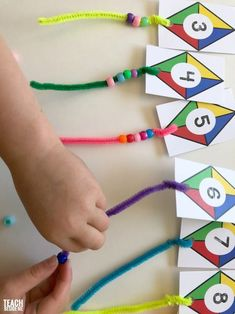 Kite Themed Preschool Math - Teach Beside Me Preschoolers love to do counting activities. This kite themed preschool math activity is lots of fun for little ones learning to count! They get to add the tails to the kites and count the number Preschool Learning Activities, Teaching Math, Preschool Activities, Kids Learning, Graphing Activities, Montessori Preschool, Montessori Elementary, Educational Activities, Home School Preschool