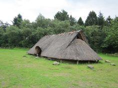 Woning uit de ijzertijd, staat in de buurt van Wekerom/lunteren,vijfsprongweg…