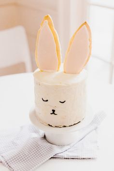 The cutest cake ever: http://www.stylemepretty.com/living/2015/03/27/diy-bunny-cake/ | Photography: Nicole Bass - http://nicolebaasphotography.com/
