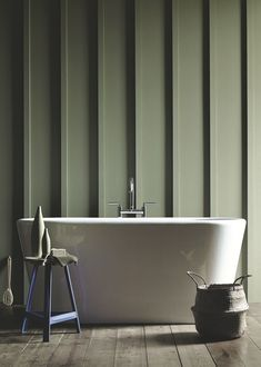 Dare green paint for your walls Exterior Wall Cladding, Ceiling Cladding, Compact Bathroom, Bathroom Wall, Dark Interiors, Colorful Interiors, Olive Green Bathrooms, Sage Green House, Mdf Furniture