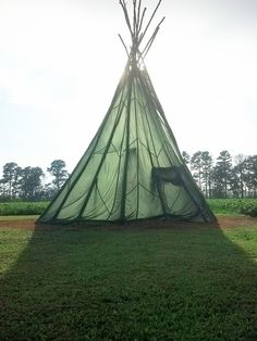Parachute DIY teepeehttp://ontheoutside.co/outdoors/how-to-build-a-teepee-part-2/#