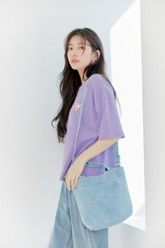 Suzy makes looking good effortless in her newest photoshoot for GUESS jeans. Bae Suzy, Suzy Bae Fashion, Familia Jackson, Korean Girl, Asian Girl, Wide Jeans, I Love Cinema, Kim Ji Won, Instyle Magazine