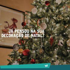 Quem não ama tirar a Árvore de Natal da caixa, juntar a família e deixar a casa cheia de decorações? <3 🎅 Já pode ir se preparando, amanhã já é dezembro ;) #Natal #DecoraçãoNatal #JardimEntreRios
