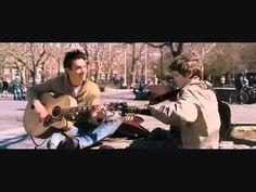Ejemplo de Musica Diegetica en una escena de August Rush , en la que se puede apreciar como tocan la guitarra en la misma escena.