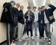 Cube Ent, Group Photos, Tvxq, Bomber Jacket, Kpop, Boys, Pentagon Hongseok, Ball Gowns, Twitter